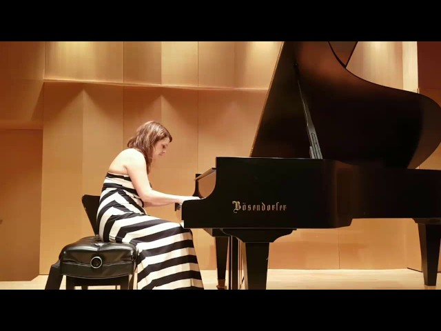 studio de piano Tristan Lauber begginner: Oliviana playing Beethoven