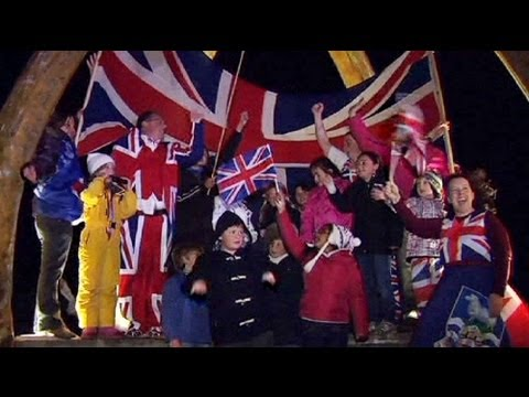 Cameron calls on world to respect Falklands referendum
