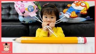 그리면 살아나는 대왕 연필 구하다?! 꾸러기 유니 어린이 가족 상황극 ♡ 타요 버스 상어가족 뽀로로 폴리 풍선 장난감 놀이 kids toys | 말이야와아이들 MariAndKids