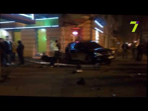 Новости 7 канал Одесса: В Одессе пьяный лихач разбил два «Лексуса»,снес светофор и пытался сбежать