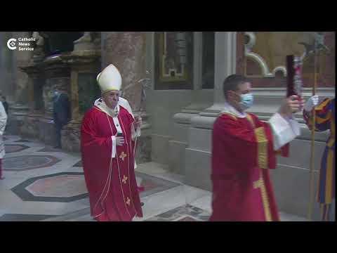 Pope prays for deceased cardinals, bishops