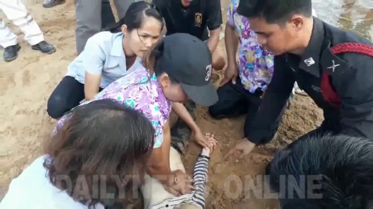 Female Hawker Perform Cpr On Drowned Boy - Youtube-8982