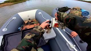 Вятский на ходу вылетел из лодки в холодную воду на рыбалке
