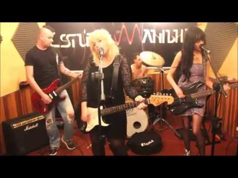 Isolated Mic Exposes Courtney Love's Earsplitting Guitar ...