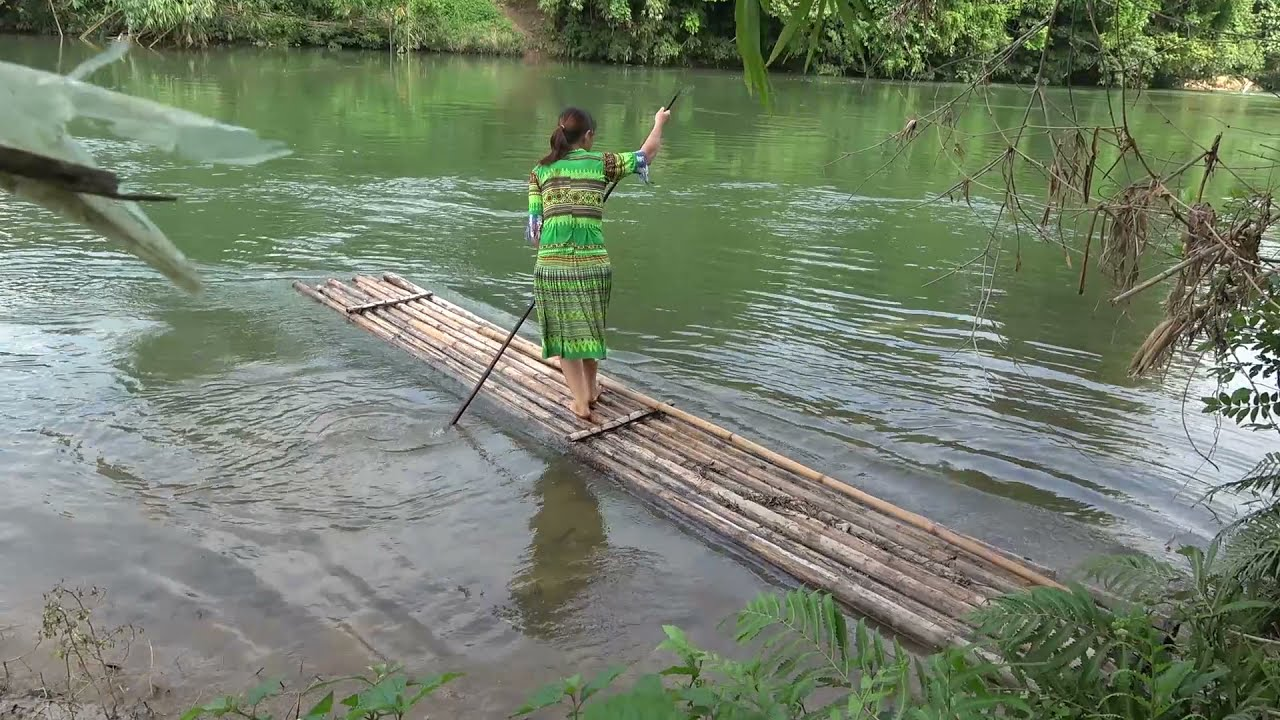 Primitive Life - Ethnic girl catching giant fish at river and cooking big fish for survival