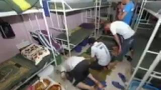 فيديو بالصور داخل السجن معانات المساجين الفيديو الذي يبكي الملايين