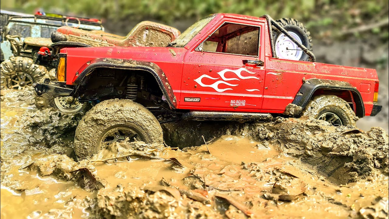 Dirty Cars Racing in MUD - Traxxas TRX4, TRX6, Axial SCX10 II, Wraith