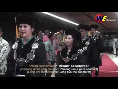 """""""Gaudeamus Igitur"""" dengan Syairnya (Translation in Indonesian and English)"""