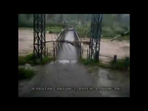Detik Detik mengerikan terseret tanah Longsor Banjarnegara