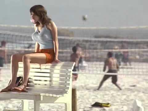 Quảng cáo kẹo sing gum cười bể bụng - Em gai ngực to - Funny bubble um tv ad - YouTube