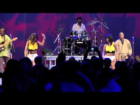 Dunia Tuna Pita  from Samba Mapangala & Soukous Stars..in New York! (video by Scott Schuster)
