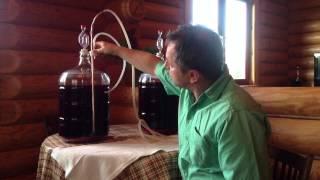 Домашнее вино из черной смородины. Часть 2 - Первая переливка вина