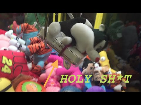 WINNING A IPOD TOUCH FROM A CLAW MACHINE!!! GIVING IT AWAY!!!!