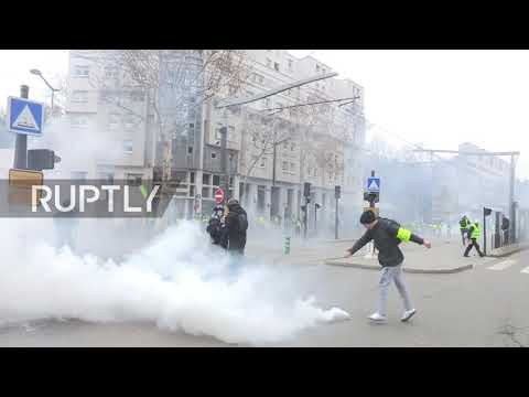 France: Clashes erupt as 'Yellow Vest' protests continue