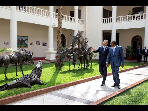 Uhuru's staff shows us Inside look of STATE HOUSE and how UhuRuto behave while taking Photos