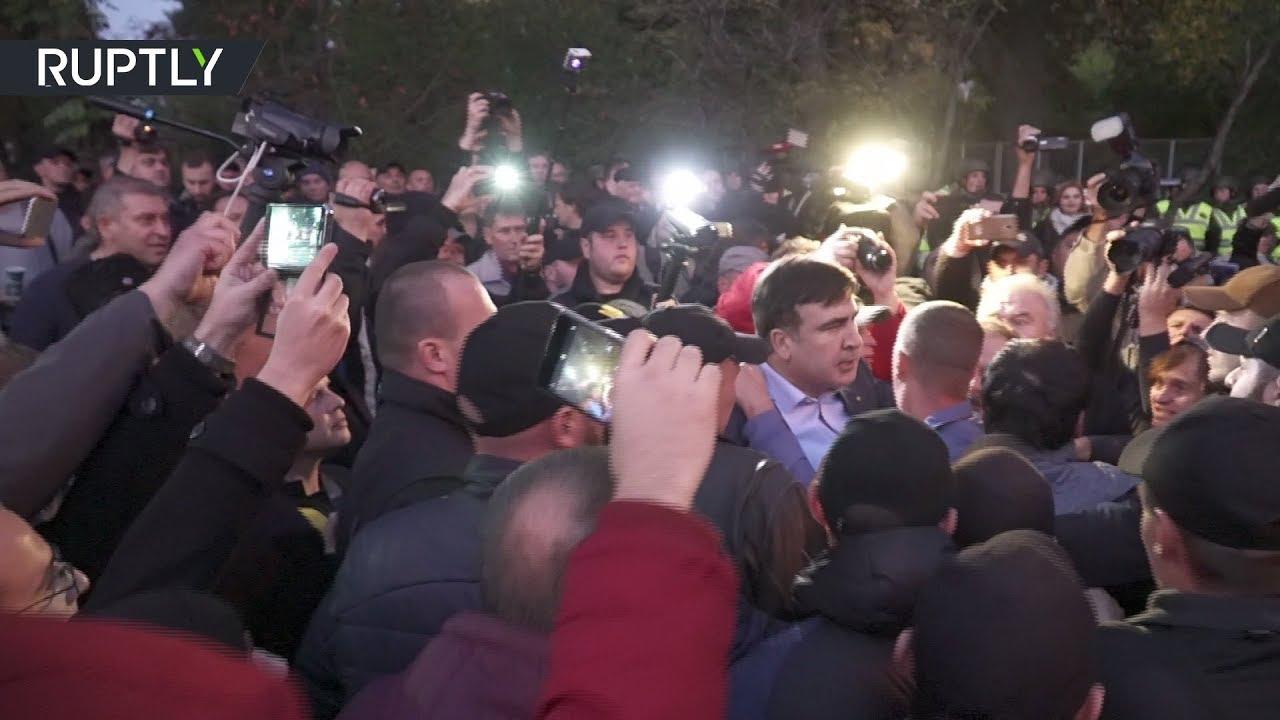 Саакашвили попал в эпицентр давки на митинге у Верховной рады