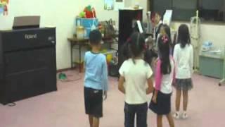 ピアノショップ沼津音楽教室で行われているリトミック教室、年長クラス...