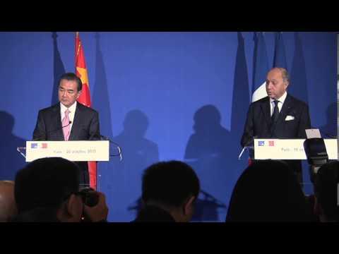 Point presse de Laurent Fabius avec son homologue chinois Wang Yi (30 octobre 2013)