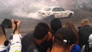 PALENIE GUMY BMW E34 SKARYSZEW 2014