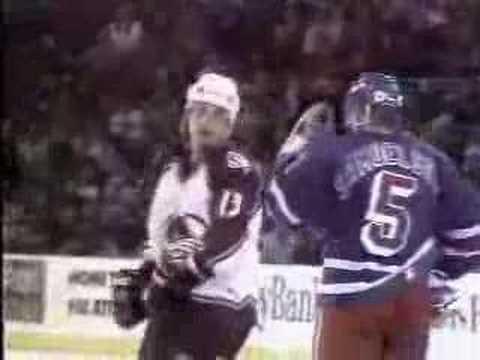 Valeri Kamensky knocksout Ulf Samuelsson Hockey Fight