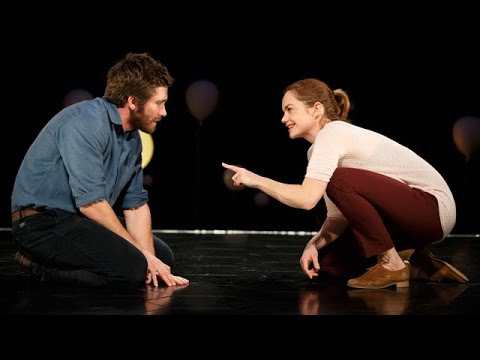 'Constellations' Review: Jake Gyllenhaal, Ruth Wilson Debut on Broadway