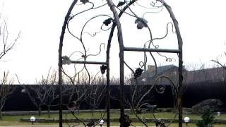 видео Художественная ковка для сада