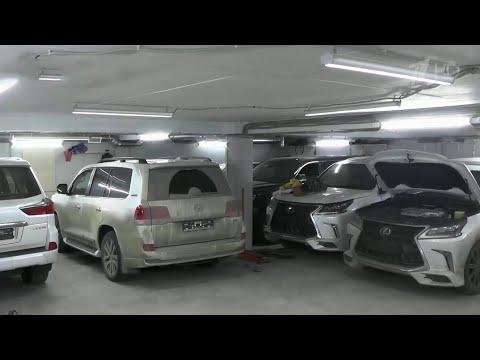 В Ленинградской области обнаружен подземный бункер с угнанными автомобилями.