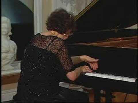 Juana Zayas plays Sonatine by Ravel