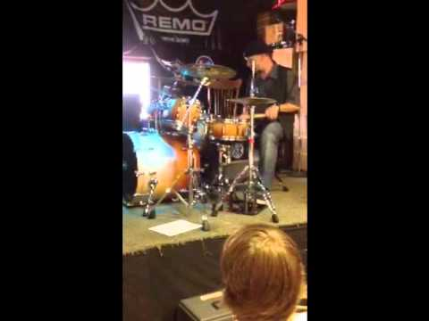 Scott Rockenfield playing intro to Anarchy X