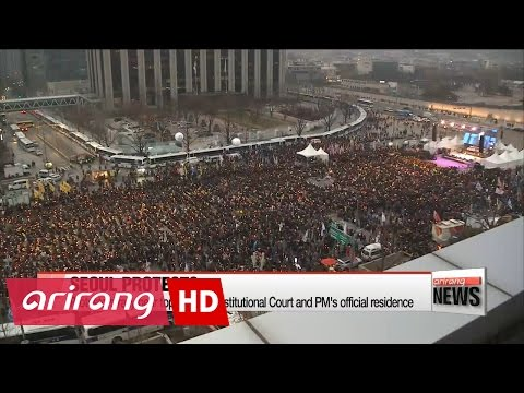 Pro-Park and anti-Park protestors holding rallies in Seoul