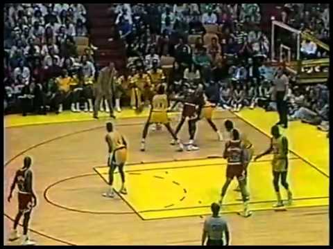 Magic Loses Michael Jordan and No Look Pass to Vlade Divac Dunk vs Bulls 03 02 91