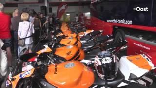 Honderden fans verwelkomen wereldkampioen MotoGP Marquez in Nieuwleusen