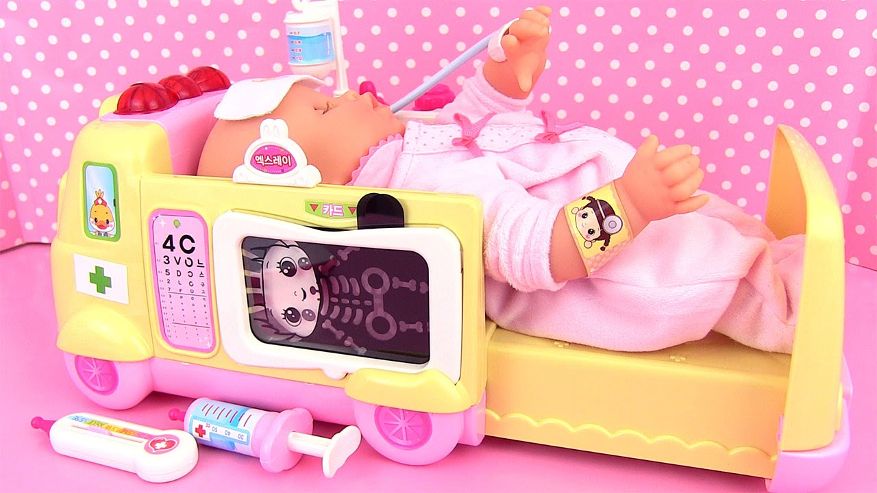 ambulance baby doll doctor corolle mon premier b b malade doc la peluche youtube. Black Bedroom Furniture Sets. Home Design Ideas