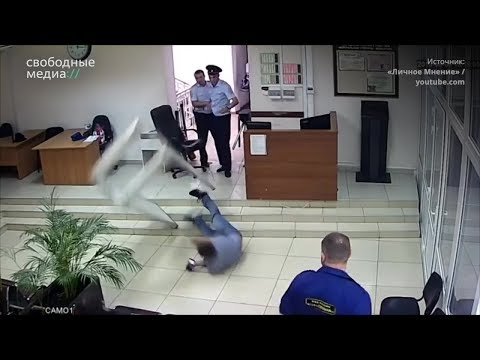 Адвоката Михаила Беньяша силой выводят из зала суда