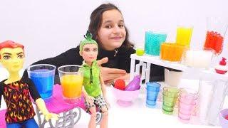 Видео для детей. Куклы Монстер Хай в новом Кафе