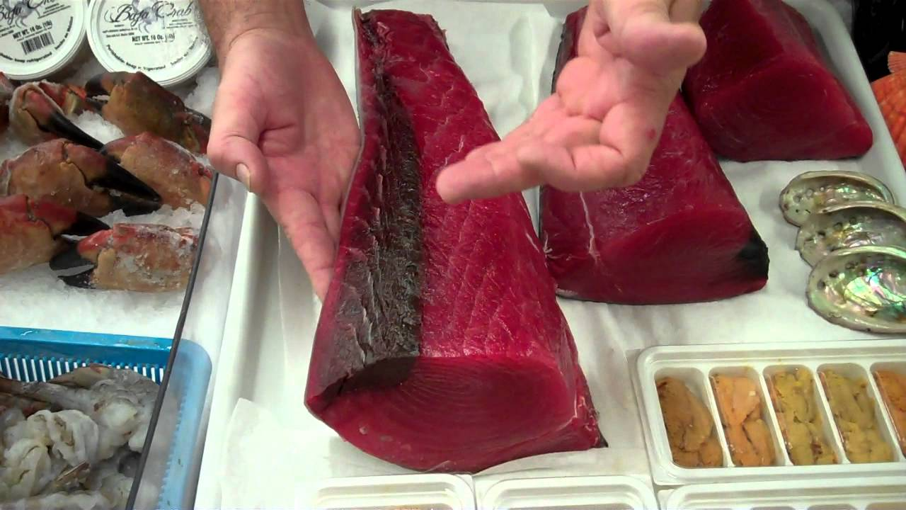 NICE RED COLOR OF YELLOWFIN (AHI) TUNA PRESENTED BY TOMMY GOMES ...