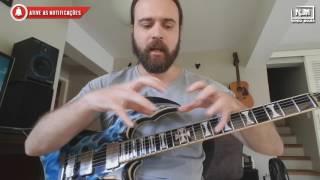 Por que guitarrista abre a boca para tocar???