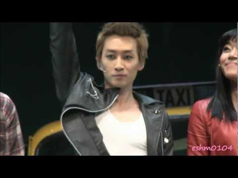 [Fancam]111206 Eunhyuk musical 『FAME』 curtain call