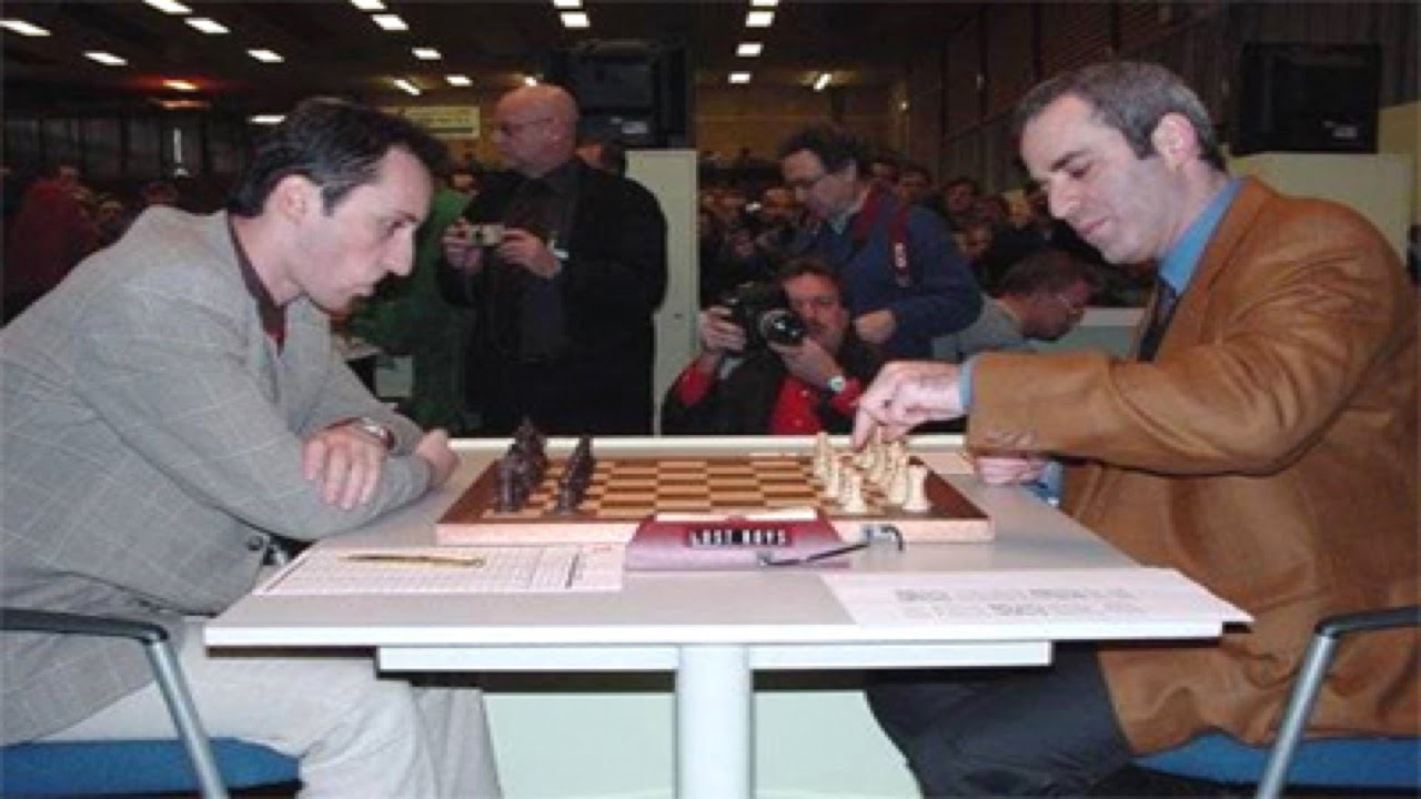Garry Kasparov gets ready to play attacking chess against Veselin Topalov at the 1999 Wijk aan Zee tournament.