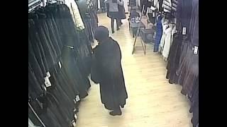 Пожилая женщина украла дорогую шубу в Пятигорске 6.02.2017(, 2017-02-06T13:52:46.000Z)