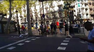 Une camionnette fonce dans la foule à Barcelone, panique sur les ramblas