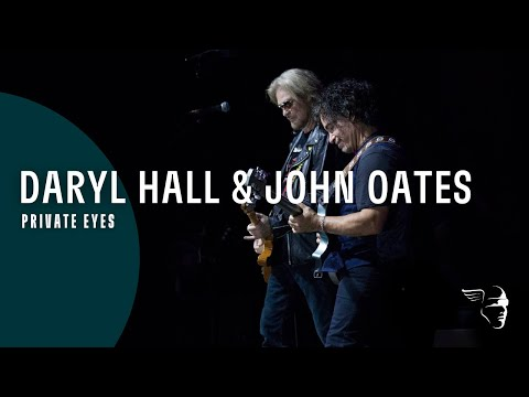 Watch Hall and Oates Tear Through 'Private Eyes' Live in Ireland