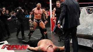 Big Show vs. The Shield & Randy Orton - 4-on-1 Handicap Match: Raw, Nov. 4, 2013