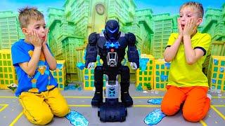 يلعب فلاد ونيكي مع لعبة بات-تيك بات بوت للأطفال وينقذا المدينة