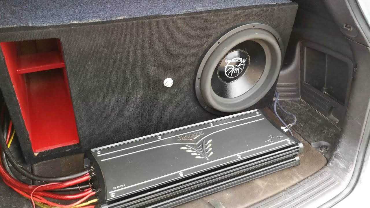 150.21 DB 40HZ Single Soundstream Xxx 15s Powered by 2 KICKER ZX2500.1