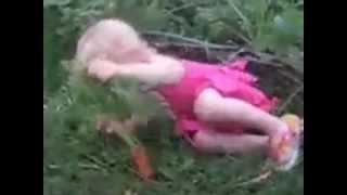 Девочка и морковка.mp4(Хорошего настроения! Улыбок http://vovik-pomaz.ru., 2012-11-17T22:20:53.000Z)