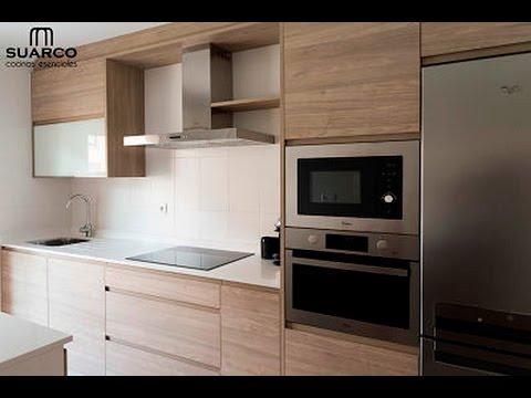 Cocina moderna nordica con encimera de silestone blanco for Cocinas modernas color madera