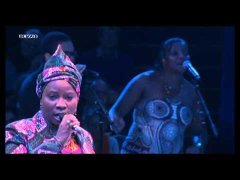 ''Homenagem a Cesaria Evora'' no Circo de Inverno de Paris  Festival d'Ile de France 2012
