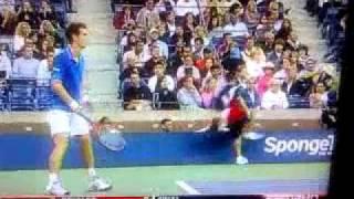 Ball boy falls during Andy Murray match