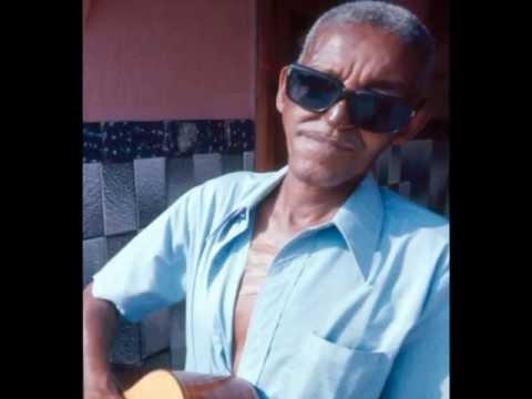 Native Brazilian Music - Cartola e Coro da Mangueira - QUEM ME VÊ SORRIR - Carlos Cachaça